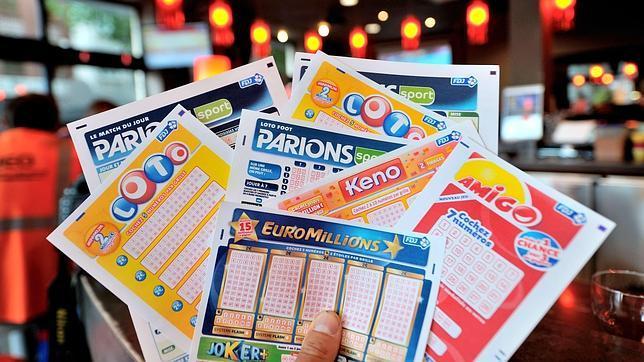 Olvida sus boletos de lotería en una tienda