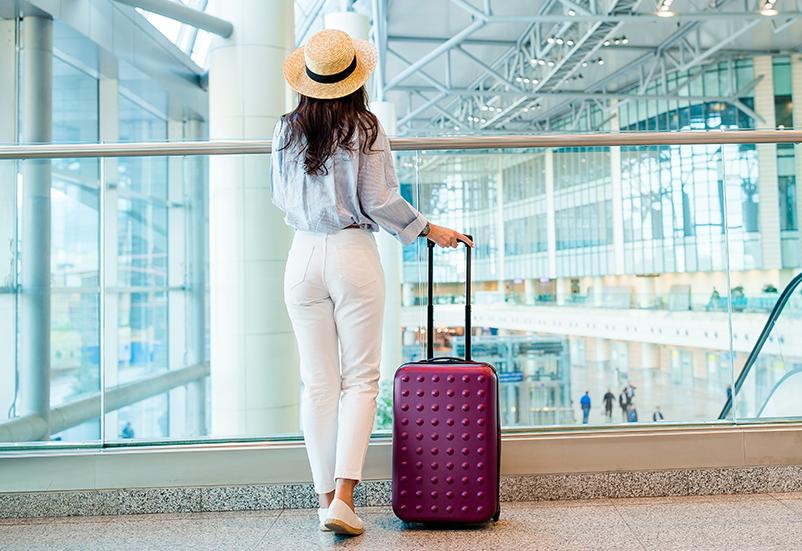 Mujer gana 1 millón de dólares tras cancelación de vuelo